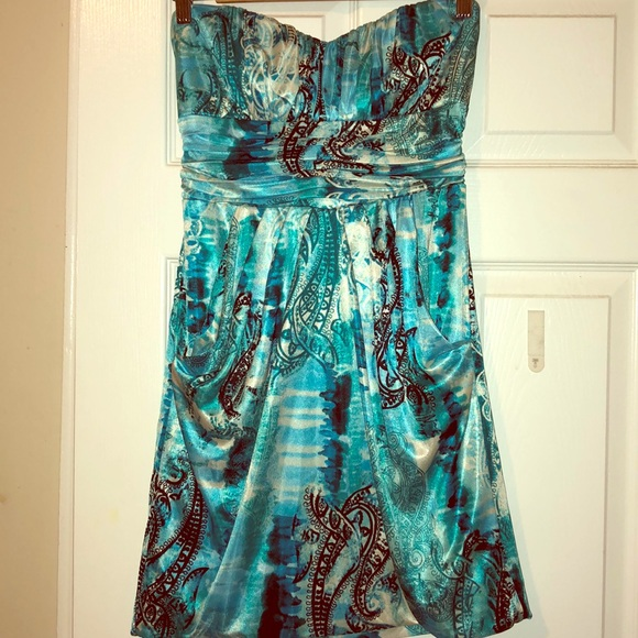 Macy's Dresses & Skirts - Teal/Blue Silky Sweetheart dress with pockets!